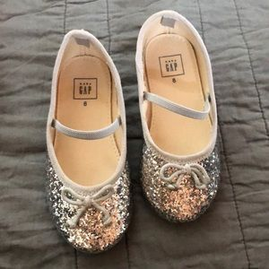 GAP silver sparkle dress shoe.  Girls 8